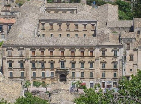 https://www.ragusanews.com/resizer/resize.php?url=https://www.ragusanews.com//immagini_articoli/07-11-2011/1396123226-modica-il-liceo-classico-campailla-a-rischio-di-accorpamento.jpg&size=681x500c0