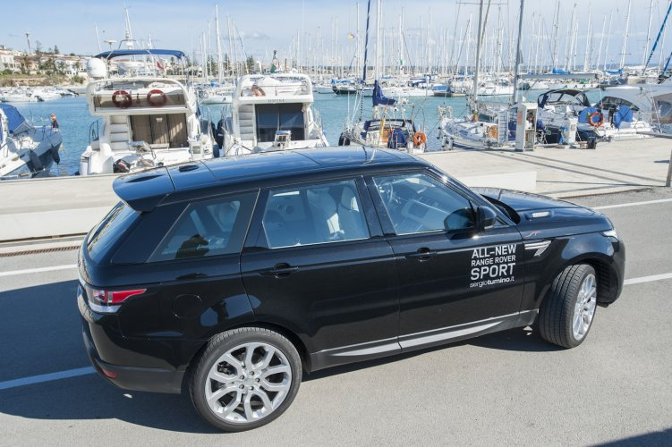 https://www.ragusanews.com/resizer/resize.php?url=https://www.ragusanews.com//immagini_articoli/08-01-2015/1420757575-1-range-rover-sport-uno-yacht-cui-puoi-chiedere-portami-a-casa.jpg&size=751x500c0