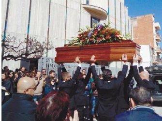 https://www.ragusanews.com/resizer/resize.php?url=https://www.ragusanews.com//immagini_articoli/08-02-2016/1454938926-0-celebrati-i-funerali-di-giuseppe-dezio.jpg&size=670x500c0
