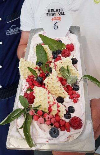 https://www.ragusanews.com/resizer/resize.php?url=https://www.ragusanews.com//immagini_articoli/08-04-2019/1554723821-1-il-gelato-cotognata-il-gelato-ciciulena-foto.jpg&size=322x500c0