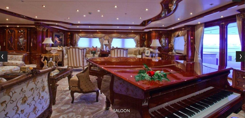 https://www.ragusanews.com/resizer/resize.php?url=https://www.ragusanews.com//immagini_articoli/08-06-2018/1528483711-1-yacht-lasciato-siracusa-marta.jpg&size=1038x500c0