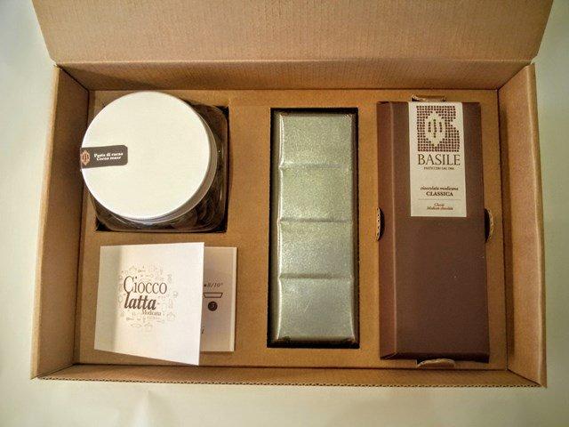 https://www.ragusanews.com/resizer/resize.php?url=https://www.ragusanews.com//immagini_articoli/08-07-2015/1436378940-0-il-kit-per-fare-il-cioccolato-della-contea-di-modica.jpg&size=667x500c0