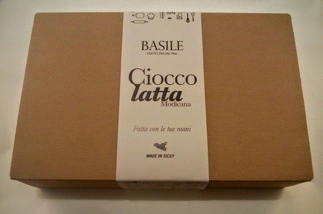 https://www.ragusanews.com/resizer/resize.php?url=https://www.ragusanews.com//immagini_articoli/08-07-2015/1436379852-2-il-kit-per-fare-il-cioccolato-della-contea-di-modica.jpg&size=755x500c0