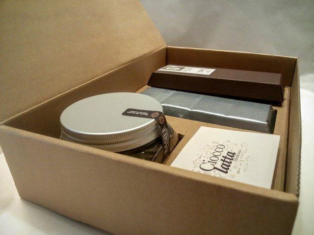https://www.ragusanews.com/resizer/resize.php?url=https://www.ragusanews.com//immagini_articoli/08-07-2015/1436380804-4-il-kit-per-fare-il-cioccolato-della-contea-di-modica.jpg&size=667x500c0