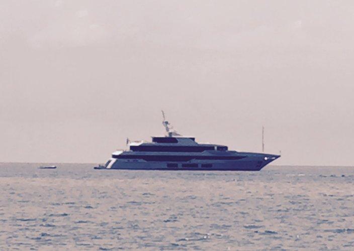 https://www.ragusanews.com/resizer/resize.php?url=https://www.ragusanews.com//immagini_articoli/08-08-2015/1439035872-1-mega-yacht-a-sampieri.jpg&size=704x500c0