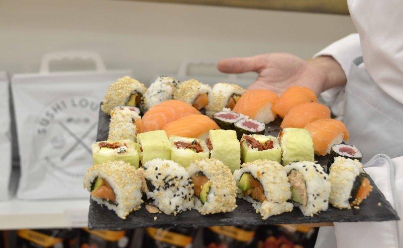 https://www.ragusanews.com/resizer/resize.php?url=https://www.ragusanews.com//immagini_articoli/08-09-2017/1504888954-2-ragusa-inaugurato-sushi-lounge-dellinterspar-foto.jpg&size=810x500c0