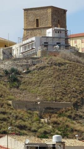 https://www.ragusanews.com/resizer/resize.php?url=https://www.ragusanews.com//immagini_articoli/08-09-2018/1536408592-1-sgarbi-furioso-villa-costruita-addosso-torre.jpg&size=281x500c0