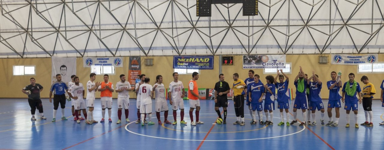 https://www.ragusanews.com/resizer/resize.php?url=https://www.ragusanews.com//immagini_articoli/08-11-2014/1415451080-0-scontro-al-vertice-nel-campionato-regionale-di-serie-c2-di-calcio-a-5.jpg&size=1389x500c0