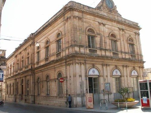 https://www.ragusanews.com/resizer/resize.php?url=https://www.ragusanews.com//immagini_articoli/08-12-2011/1396122912-opere-pie-parte-il-processo-che-vede-coinvolto-anche-silvio-galizia.jpg&size=667x500c0