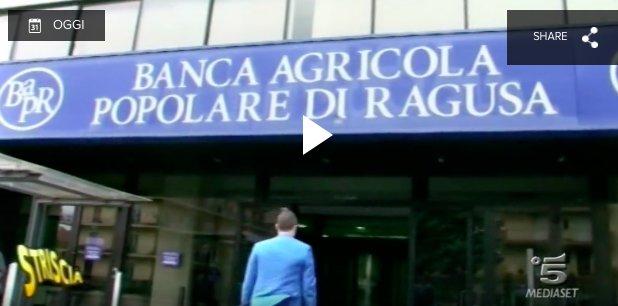 https://www.ragusanews.com/resizer/resize.php?url=https://www.ragusanews.com//immagini_articoli/08-12-2015/1449611617-0-striscia-la-notizia-mette-all-angolo-la-banca-agricola.png&size=1010x500c0