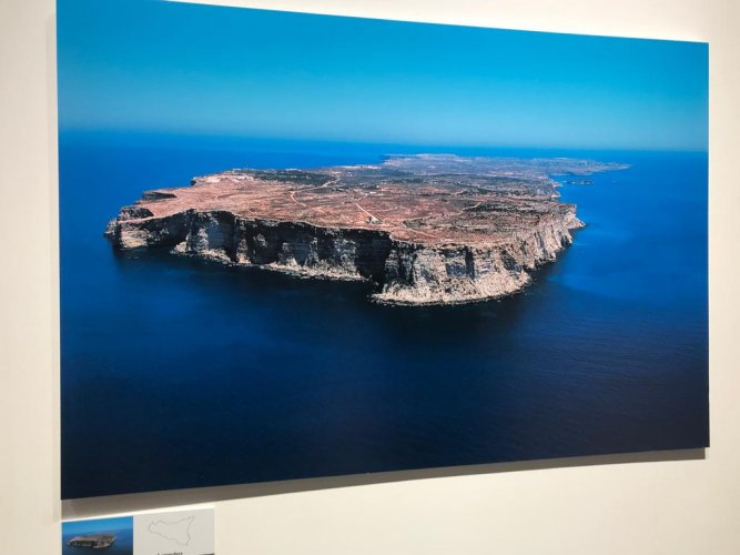 https://www.ragusanews.com/resizer/resize.php?url=https://www.ragusanews.com//immagini_articoli/08-12-2018/1544296594-2-forma-nascosta-sicilia-isola-vista-foto-nifosi.jpg&size=667x500c0