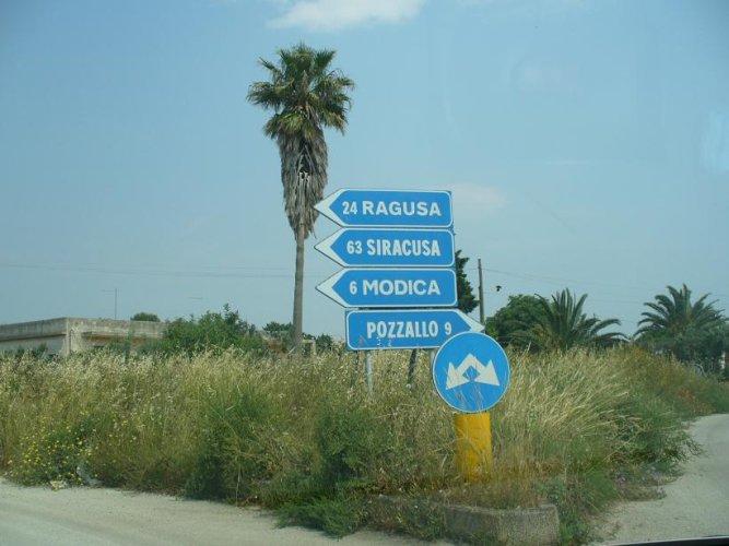 https://www.ragusanews.com/resizer/resize.php?url=https://www.ragusanews.com//immagini_articoli/09-01-2014/1396118307-scerbatura-strade-comunali-avviato-liter-per-lassegnazione-delle-opere.jpg&size=667x500c0