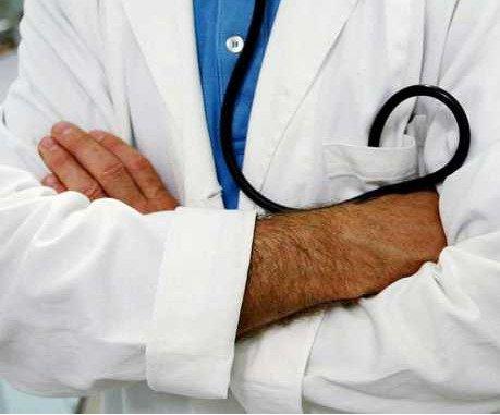 https://www.ragusanews.com/resizer/resize.php?url=https://www.ragusanews.com//immagini_articoli/09-02-2012/1396122667-morte-di-gianni-d-angelo-medico-condannato-a-100-mila-euro.jpg&size=602x500c0