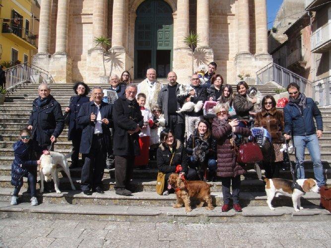 https://www.ragusanews.com/resizer/resize.php?url=https://www.ragusanews.com//immagini_articoli/09-03-2014/1396117741-benedizione-degli-animali-domestici-per-la-festa-di-san-giuseppe.jpg&size=667x500c0