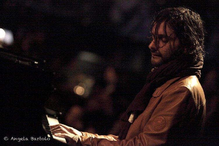 https://www.ragusanews.com/resizer/resize.php?url=https://www.ragusanews.com//immagini_articoli/09-04-2014/1397042273-dino-rubino-per-i-100-anni-del-jazz-a-scicli.jpg&size=751x500c0