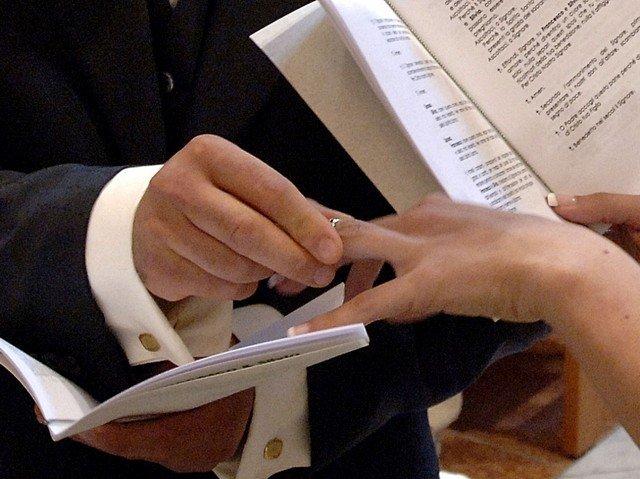 https://www.ragusanews.com/resizer/resize.php?url=https://www.ragusanews.com//immagini_articoli/09-04-2014/1397063641-i-finti-matrimoni-a-modica-il-processo.jpg&size=668x500c0
