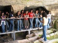 https://www.ragusanews.com/resizer/resize.php?url=https://www.ragusanews.com//immagini_articoli/09-06-2007/1396864679-le-catacombe-degli-iblei.jpg&size=666x500c0