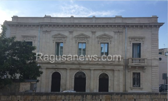 https://www.ragusanews.com/resizer/resize.php?url=https://www.ragusanews.com//immagini_articoli/09-06-2015/1433882481-0-palazzo-favacchio-ha-aperto-come-struttura-turistico-ricettiva.png&size=829x500c0