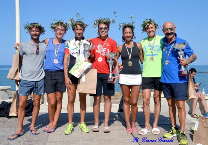 https://www.ragusanews.com/resizer/resize.php?url=https://www.ragusanews.com//immagini_articoli/09-08-2015/1439135524-0-i-vincitori-della-maratona-alla-filippide.jpg&size=718x500c0