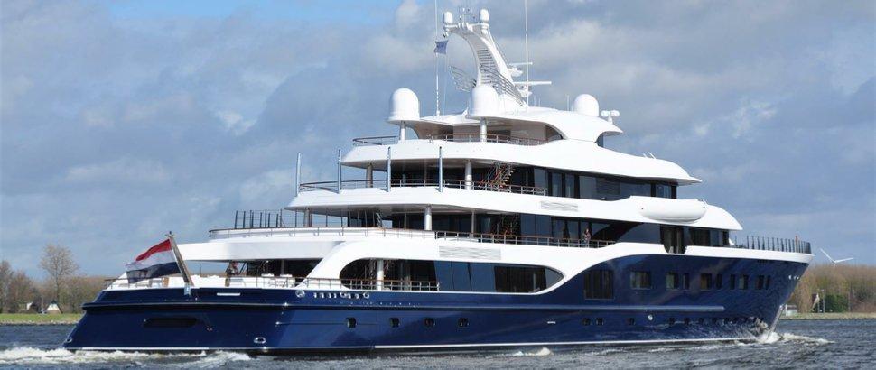 https://www.ragusanews.com/resizer/resize.php?url=https://www.ragusanews.com//immagini_articoli/09-08-2018/1533799532-2-siracusa-arriva-symphony-yacht-milioni-dollari.jpg&size=1183x500c0