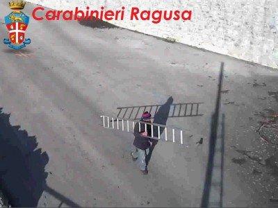 https://www.ragusanews.com/resizer/resize.php?url=https://www.ragusanews.com//immagini_articoli/10-03-2014/1396117735-smontano-le-telecamere-montate-dai-carabinieri-denunciati.jpg&size=667x500c0