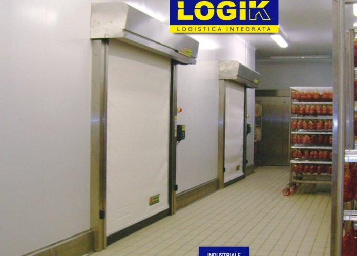 https://www.ragusanews.com/resizer/resize.php?url=https://www.ragusanews.com//immagini_articoli/10-03-2017/1489180396-1-capannoni-porte-industriali-rampe-portoni-libro-logik.jpg&size=697x500c0