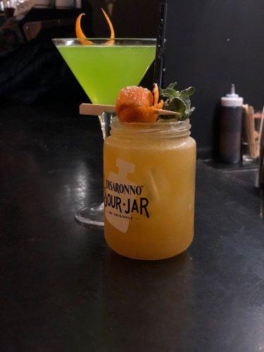 https://www.ragusanews.com/resizer/resize.php?url=https://www.ragusanews.com//immagini_articoli/10-03-2018/1520674758-1-midori-sour-baricentro-modica-quando-cocktail-diventano-arte.jpg&size=375x500c0