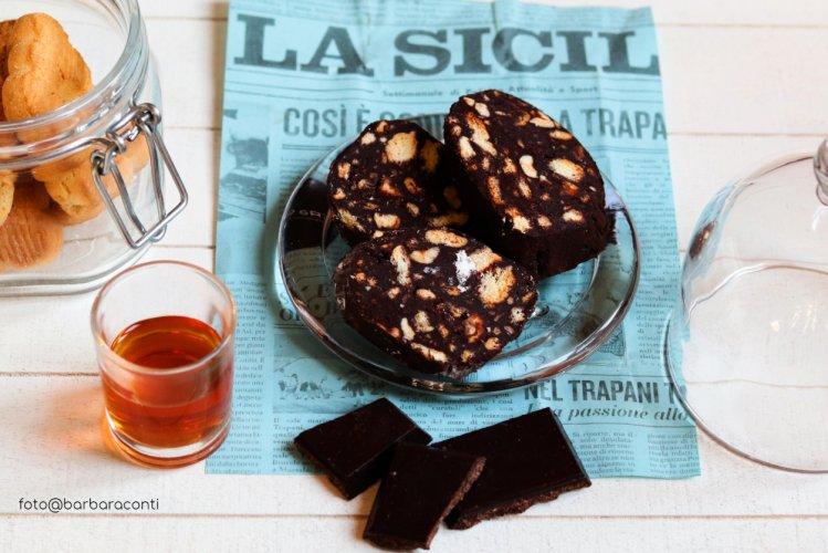 https://www.ragusanews.com/resizer/resize.php?url=https://www.ragusanews.com//immagini_articoli/10-03-2019/1552218525-1-salame-cioccolato-versione-siciliana.jpg&size=749x500c0