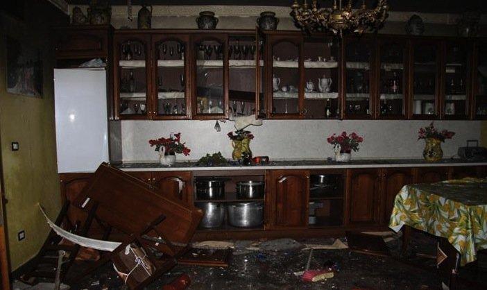 https://www.ragusanews.com/resizer/resize.php?url=https://www.ragusanews.com//immagini_articoli/10-04-2014/1397119885-devastano-due-ville-e-si-vantano-su-facebook-sono-in-undici-minorenni.jpg&size=840x500c0