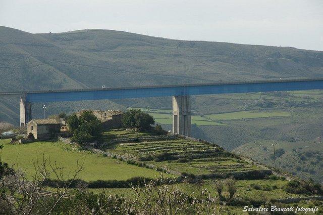 https://www.ragusanews.com/resizer/resize.php?url=https://www.ragusanews.com//immagini_articoli/10-04-2014/1397147922-donna-santacrocese-tenta-suicidio-dal-ponte-costanzo.jpg&size=753x500c0