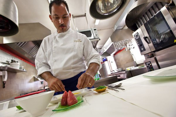 https://www.ragusanews.com/resizer/resize.php?url=https://www.ragusanews.com//immagini_articoli/10-05-2012/1396122099-lo-chef-vincenzo-candiano-a-shanghai.jpg&size=750x500c0