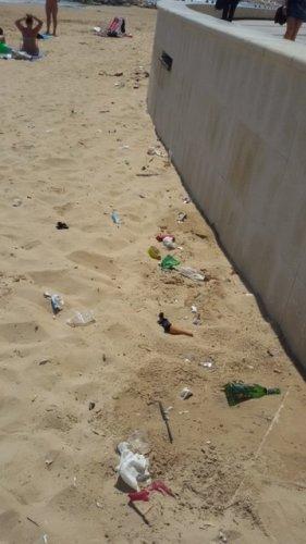 https://www.ragusanews.com/resizer/resize.php?url=https://www.ragusanews.com//immagini_articoli/10-05-2015/1431282494-0-la-spiaggia-di-marina-di-ragusa-e--sporca.jpg&size=281x500c0