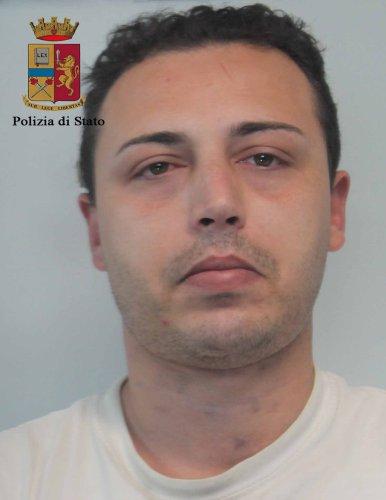 https://www.ragusanews.com/resizer/resize.php?url=https://www.ragusanews.com//immagini_articoli/10-05-2016/1462904242-1-spacciavano-eroina-a-modica-e-pozzallo-arrestati.jpg&size=386x500c0
