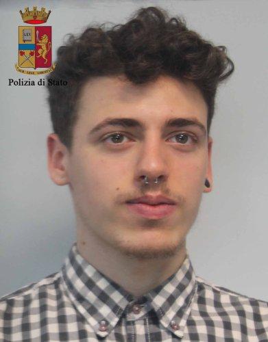 https://www.ragusanews.com/resizer/resize.php?url=https://www.ragusanews.com//immagini_articoli/10-05-2016/1462904242-2-spacciavano-eroina-a-modica-e-pozzallo-arrestati.jpg&size=391x500c0