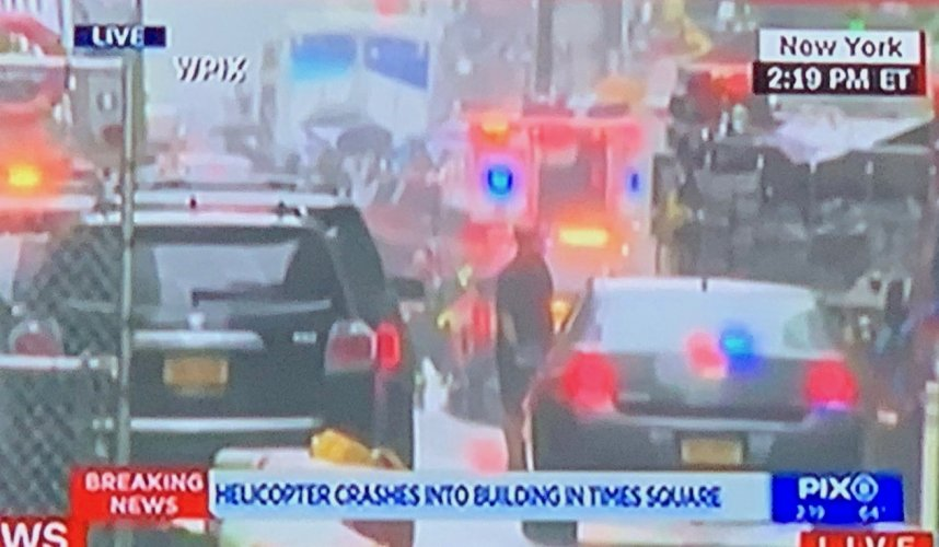 https://www.ragusanews.com/resizer/resize.php?url=https://www.ragusanews.com//immagini_articoli/10-06-2019/1560190933-1-new-york-elicottero-precipita-su-un-grattacielo.jpg&size=858x500c0