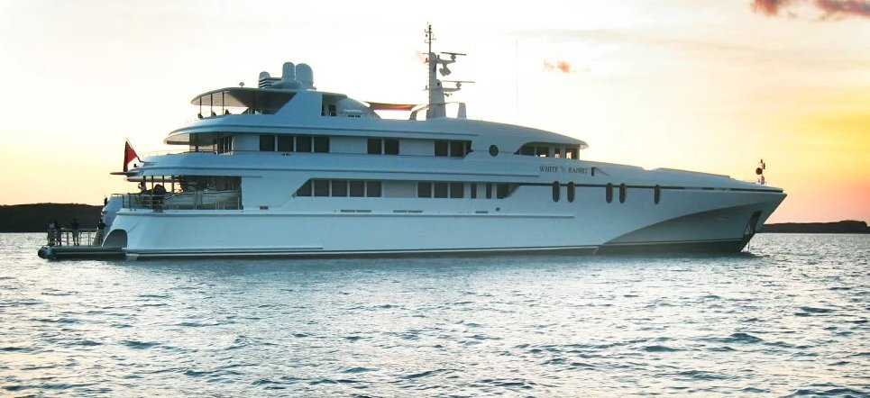 https://www.ragusanews.com/resizer/resize.php?url=https://www.ragusanews.com//immagini_articoli/10-07-2019/1562746357-1-yacht-e-arrivato-il-white-rabbit-lungo-86-metri.png&size=1092x500c0