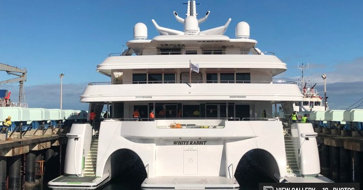https://www.ragusanews.com/resizer/resize.php?url=https://www.ragusanews.com//immagini_articoli/10-07-2019/1562746545-1-yacht-e-arrivato-il-white-rabbit-lungo-86-metri.png&size=953x500c0
