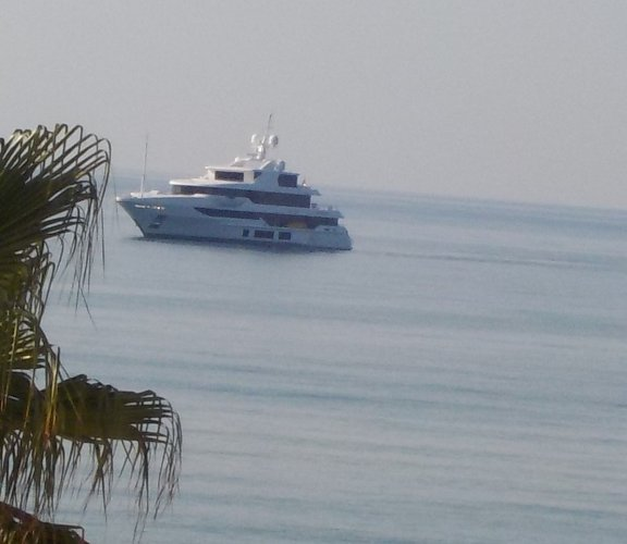 https://www.ragusanews.com/resizer/resize.php?url=https://www.ragusanews.com//immagini_articoli/10-08-2015/1439195098-1-mega-yacht-a-sampieri.jpg&size=576x500c0