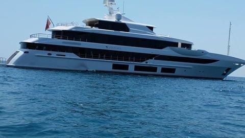 https://www.ragusanews.com/resizer/resize.php?url=https://www.ragusanews.com//immagini_articoli/10-08-2015/1439195098-3-mega-yacht-a-sampieri.jpg&size=889x500c0