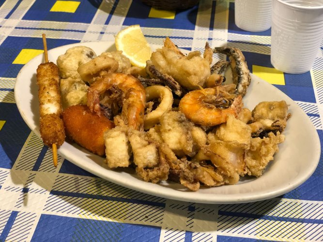 https://www.ragusanews.com/resizer/resize.php?url=https://www.ragusanews.com//immagini_articoli/10-09-2018/1536568151-1-napoli-pesce-gusta-direttamente-pescheria-foto.jpg&size=667x500c0