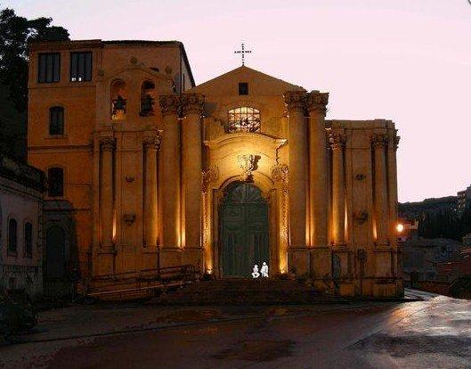 https://www.ragusanews.com/resizer/resize.php?url=https://www.ragusanews.com//immagini_articoli/10-10-2014/1412942519-1-1474-in-sicilia-i-padri-mercedari-liberavano-gli-schiavi-cristiani.jpg&size=639x500c0