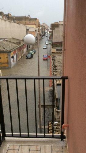 https://www.ragusanews.com/resizer/resize.php?url=https://www.ragusanews.com//immagini_articoli/10-11-2017/1510301034-2-violento-nubifragio-provincia-vittoria-sottacqua-foto-video.jpg&size=281x500c0