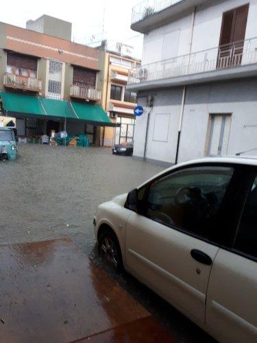 https://www.ragusanews.com/resizer/resize.php?url=https://www.ragusanews.com//immagini_articoli/10-11-2017/1510301035-4-violento-nubifragio-provincia-vittoria-sottacqua-foto-video.jpg&size=375x500c0