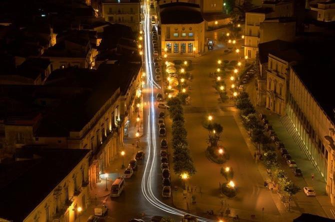 https://www.ragusanews.com/resizer/resize.php?url=https://www.ragusanews.com//immagini_articoli/11-01-2018/1515661482-1-calendario-2018-sicilia-sceglie-foto-tonino-trovato.jpg&size=755x500c0