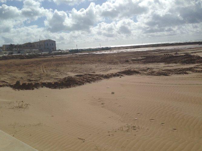 https://www.ragusanews.com/resizer/resize.php?url=https://www.ragusanews.com//immagini_articoli/11-02-2014/1396117987-la-mia-spiaggia-senza-sabbia.jpg&size=667x500c0