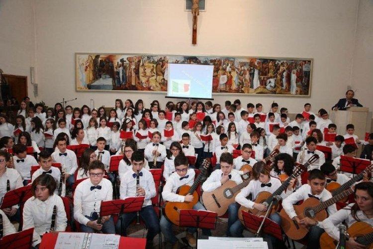 https://www.ragusanews.com/resizer/resize.php?url=https://www.ragusanews.com//immagini_articoli/11-05-2016/1462955747-0-la-don-milani-e-la-scuola-piu-premiata-al-concorso-musicalmuseo.jpg&size=750x500c0