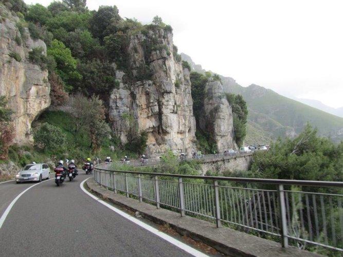 https://www.ragusanews.com/resizer/resize.php?url=https://www.ragusanews.com//immagini_articoli/11-05-2016/1462979136-3-in-giro-per-l-italia-in-moto.jpg&size=667x500c0