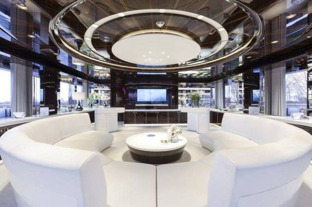 https://www.ragusanews.com/resizer/resize.php?url=https://www.ragusanews.com//immagini_articoli/11-05-2017/1494456374-1-yacht-approdato-siracusa.jpg&size=751x500c0