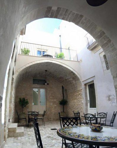 https://www.ragusanews.com/resizer/resize.php?url=https://www.ragusanews.com//immagini_articoli/11-06-2015/1434011696-2-gli-interni-restaurati-di-palazzo-favacchio.jpg&size=396x500c0