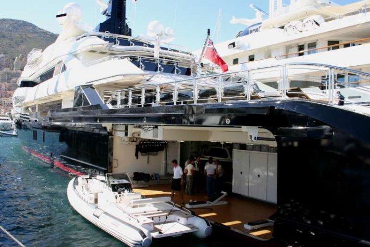 https://www.ragusanews.com/resizer/resize.php?url=https://www.ragusanews.com//immagini_articoli/11-07-2016/1468264884-2-yacht-l-alfa-nero-di-82-metri-di-beyonce-in-sicilia.jpg&size=750x500c0